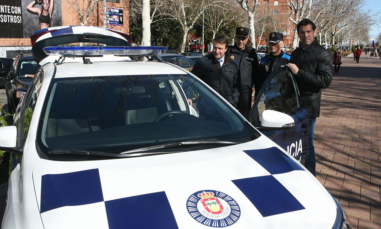 La Policía Local salva la vida de un tricantino gracias a la rápida actuación de los agentes y a un desfibrilador móvil