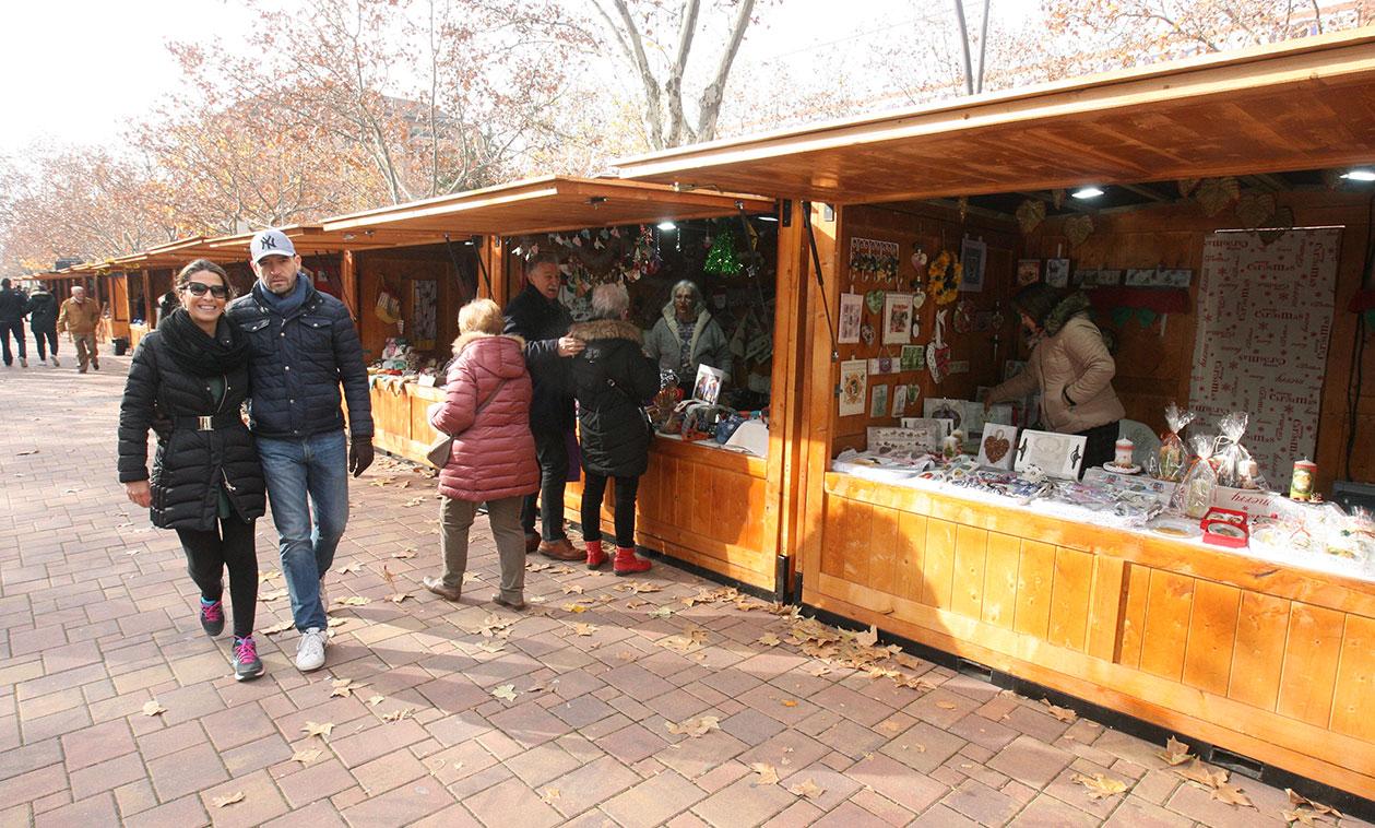 Hasta el 7 de enero, los artesanos de Tres Cantos muestran piezas únicas para regalar, en la Avenida de Colmenar