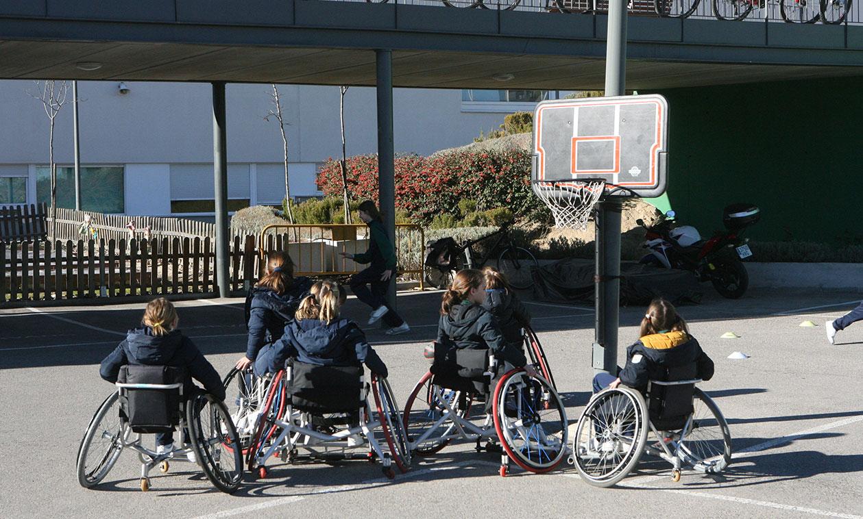 El Ayuntamiento lleva a cabo una campaña de concienciación sobre el deporte y la discapacidad en los colegios de Tres Cantos
