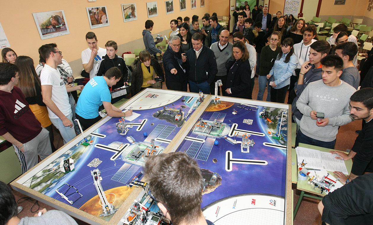 Los alumnos del IES José Luis Sampedro se preparan para el concurso científico internacional de robótica First Lego League