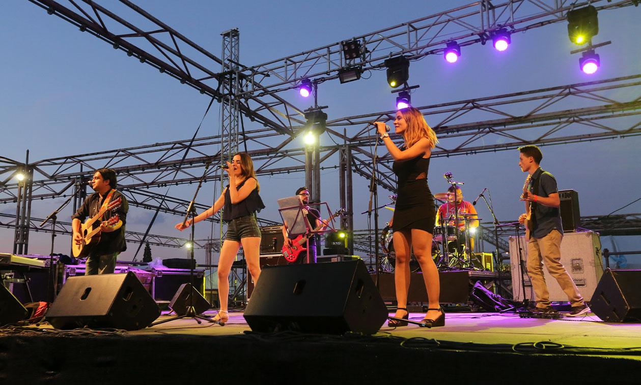 El Escenario Joven inauguró las Fiestas Mayores de Tres Cantos con la mejor música de los grupos locales