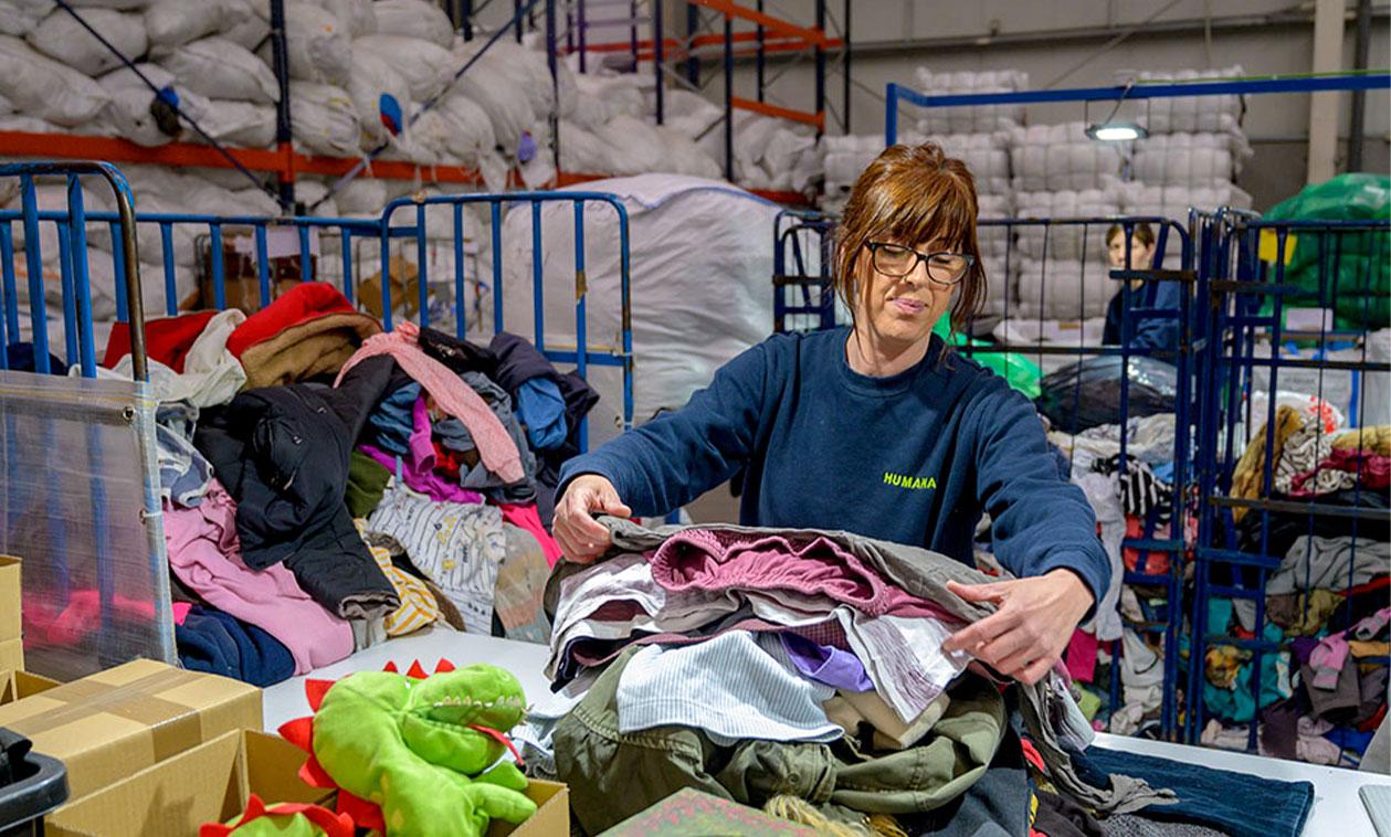 Tres Cantos recicla más de 77 toneladas de textil usado en los primeros seis meses del año