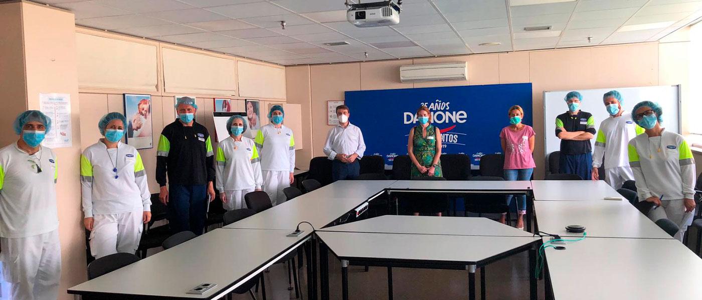 Agradecimientos a Danone  en la ronda de visitas a las 'Empresas solidarias de Tres Cantos'