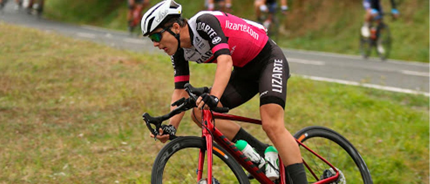 El equipo ciclista Kern Pharma, de estilo tricantino